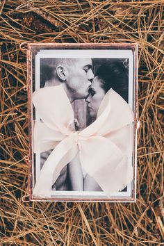 Forget the wedding album! Cute vintage photobox by Howard's Photo