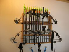 Bow rack w/ arrow storage We are in desperate need of one of these Archery Tips, Archery Hunting, Bow Hunting, Archery Range, Hunting Stuff, Bow Rack, Bow Hanger, Homemade Bows, Wooden Bow