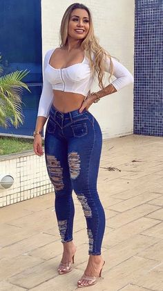 Curvy Outfits, Girl Outfits, Classy Sexy Outfits, Cut Out Jeans, Pernas Sexy, Looks Pinterest, New Years Eve Dresses, Casual Wear Women, Curvy Women Fashion