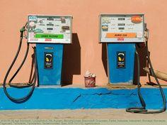 Alt, Aussen, Benzinpumpe, Brennstoff, Draussen, Farbe, Industrie, Industriell, Konzept, Konzepte, Tageszeit, Tankstelle, Tankstellen, Verkehrsmittel, Zwei, A75-731132, agefotostock