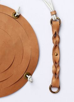 Leather Diy Crafts, Leather Projects, Leather Art, Leather Jewelry, Leather Bag Tutorial, Shoe Clips, Leather Pattern, Diy Arts And Crafts, Leather Accessories