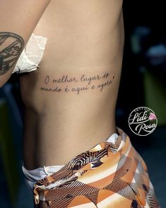 Phrase Tattoos, Mini Tattoos, Finger Tattoo Designs, Finger Tattoos, Piercing Tattoo, Piercings, Tattoo Feminina, Skin Art, Beautiful Tattoos