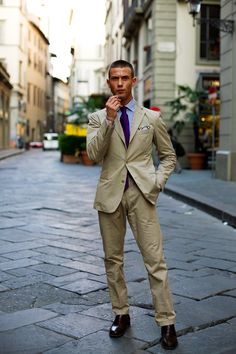 This, ladies and gentlemen, is exactly how to rock a linen suit. Wrinkles and all.