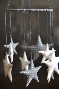 Suspension / Mobile étoiles en tissus  - bébé enfant  : Décoration pour enfants par fikou-mikou sur ALittleMarket