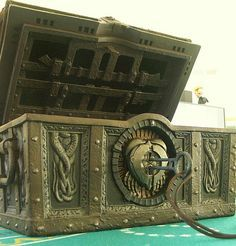 davy jones locker - the key to his heart . *make this a trick or treat candy bag for a Halloween costume* Treasure Boxes, Treasure Chest, Davy Jones' Locker, Sea Of Thieves, Old Trunks, Flying Dutchman, Arte Dc Comics, Leagues Under The Sea, Steampunk Design
