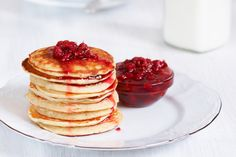 Pancakes can be made in a way that offer a protein punch and fibre. Good Food, Yummy Food, Yummy Recipes, Recipies, Healthy Recipes, Healthy Breakfasts, Healthy Options, Veggie Recipes, Healthy Foods