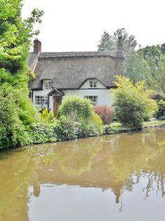thecountrysquire: Thatched Cottage, Alrewas, Lichfield, Staffordshire, England (All Original Photography by vwcampervan-aldridge.tumblr.com)