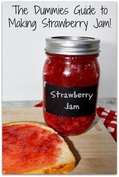 Super Easy Strawberry Jam Recipe If it isn't easy . it's not on my site! it is not on my site! This easy strawberry jam recipe is proven easy - Making Strawberry Jam, Strawberry Jam Recipe, Strawberry Rhubarb Jam, Jam Recipes, Canning Recipes, Diy Spring, Caramel, Jam And Jelly, C'est Bon