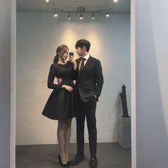 Award show We won The best couple award Mode Ulzzang, Korean Ulzzang, Ulzzang Girl, Matching Couple Outfits, Matching Couples, Cute Korean, Korean Girl, Couple Ulzzang, Girl Couple