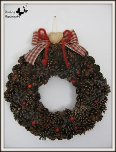 Creare con le mani e con la mente...: Tutorial Ghirlanda di Pigne- Pine cone wreath tutorial ( Its in Italian, if you got Google chrome it will give you the option to translate but its pretty easy to follow without the translation)