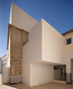 Built by Elisa Valero Ramos in Granada, Spain with date Images by Fernando Alda . The Dominican School in Ogíjares occupies a well-constructed building that originally a country house. Interior Design Images, Interior Design Boards, Patio Interior, Colour Architecture, Contemporary Architecture, Public Architecture, Minimalist Architecture, Santa Maria, Granada