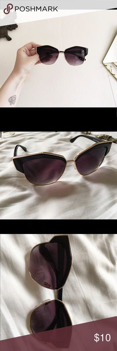 Chic sunnies Forever 21. Unique silhouette. Super fashionable. Black. No scratches or ailments. Forever 21 Accessories Sunglasses