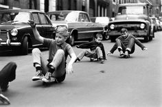 Skateboarding in New York City series by American photographer and photojournalist Bill Eppridge. Robert Kennedy, New York Street, New York City, Vintage Photographs, Vintage Photos, Kids Nowadays, Skateboard Photos, Skateboard Art, Foto Picture