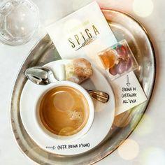 Caffè bestellen, zurücklehnen, die Augen halb schliessen und das Leben geniessen... la vita e bella!
