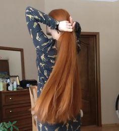 VIDEO - Ekaterina - RealRapunzels Long Hair Play, Long Red Hair, Long Hair Models, Playing With Hair, Making Waves, Hair Brush, New Model, How Beautiful, Her Hair