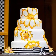 Maybe I'm already married, but I still love this wedding cake.