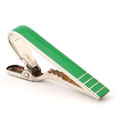 *トムブラウン THOM BROWNE* 新しい春にふさわしいグリーンのネクタイピンです。ストライプの柄も入り、派手すぎず地味過ぎないデザインがちょうど良いです。  https://kashi-kari.jp/products/r005191