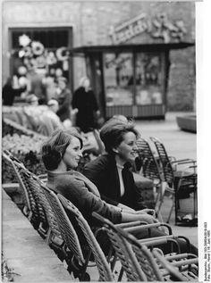 http://www.app-in-die-geschichte.de/document/61275 Zentralbild Sturm 16.6.1965 Rostock, Lange Straße