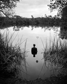 Fotógrafo tenta mostrar a própria depressão com auto-retratos ~ Ovelhas Voadoras