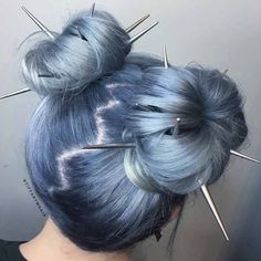 Festival Hair It's Festival Season! We've rounded up an array of hair looks that are perfect for Coachella, Lollapalooza, Bonnaroo and everything in between! Hair Dye Colors, Cool Hair Color, Two Color Hair, Aesthetic Hair, Aesthetic Style, Dye My Hair, Grunge Hair, Goth Hair, Edgy Hair