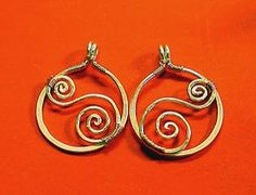 The most sophisticated wire wrapped earrings imaginable, these Swirled Silver Wire Earrings are an eye-catching pair. Hammer out these earrings this evening and get ready for the compliments to come pouring in!