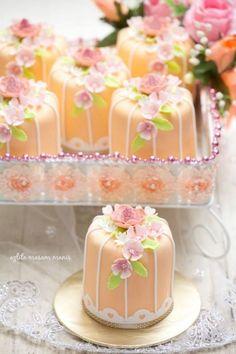 pretty peach mini wedding cakes ~  we ❤ this! moncheribridals.com #miniweddingdesserts