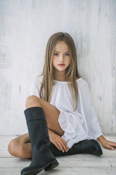 【まるで人形】弱冠9歳のロシア人スーパーモデルが美しすぎる