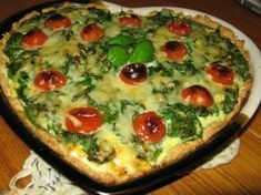 I make this to every party and people always love it. I don't use wheat flour but rye. Savory Pastry, Savoury Baking, Mascarpone Dessert, Tomato Pie, Paleo, Spinach And Feta, Greens Recipe, Health Snacks, Food Festival