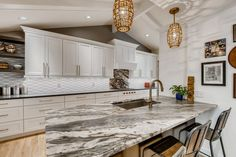 Every piece of natural stone is unique: for designer Jan Neiges, discovering the right piece for a client's kitchen is part of the fun. Blue Granite, Hanging Light Fixtures, Stone Slab, Lobbies, Bath Design, Sustainable Design, Kitchen Countertops, Kitchen And Bath, Great Rooms