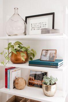 9 Superb Simple Ideas: Floating Shelves Study Built Ins floating shelf decor minimalist.Floating Shelves With Drawers Design ikea floating shelves makeup.Floating Shelf Bookcase Home Decor. Decoration Inspiration, Decor Ideas, Shelf Inspiration, Decorating Ideas, Decorating Websites, Bar Ideas, Room Ideas, Bookshelf Styling, Bookshelf Ideas