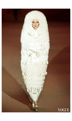 See all the Collection photos from Yves Saint Laurent Spring/Summer 2002 Couture now on British Vogue 3d Fashion, Couture Fashion, Runway Fashion, Fashion Show, Vintage Fashion, Fashion Design, Crazy Fashion, Vintage Couture, Fashion History