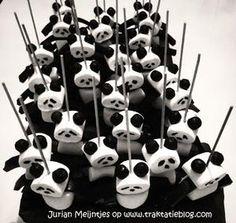 panda bear marshmallows and black j- jubes Panda Themed Party, Panda Birthday Party, Panda Party, Birthday Treats, Party Treats, Party Snacks, Baby Birthday, Panda Baby Showers, Panda Cakes