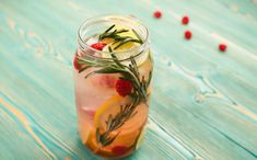 This fruit and herb infused water is as pretty as it is healthy! This unique combination of flavors will not only satisfy, but detox and give you a dose of iron and calcium. Summer Drinks, Cold Drinks, Beverages, Rosemary Water, Gin, Smoothies, Aperol, Go For It, Eat Smart