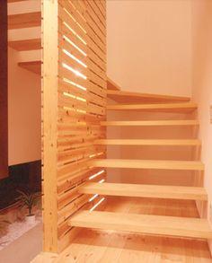 木の螺旋階段