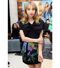 WHO: Zoe Kazan  WHAT: At the Guest Portrait Studio.  WEAR: Honor skirt.