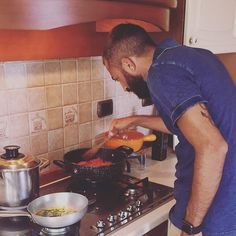 Genius at work! #cooklesson #cooking #relax #chef #wouldyoulikeataste #vacation #igerscook #calabria