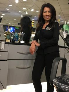 Let's just get it out there right away. Christine Le is a hairdresser and makes more than $600,000 a year. That is not a typo. She is a hard working stylist at the Visible Changes Salon inside the Willowbrook Mall in Houston, Texas where she is bringing in the bucks through services and retail (about 25% of her total). FYI, this big number does NOT include tips!!!!! WOW. Really - WOW! But let's not waste time digesting that bit of news, let's just learn from this highly motivated artist.