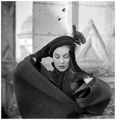 Photo Henry Clarke - Dessès Suzanne Talbot and Jean . Hat and gloves 1950