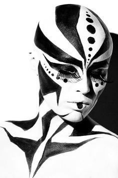 Black n white body painting and art makeup art, body art och See Tattoo, Extreme Makeup, Black And White Face, Fantasy Make Up, Make Up Art, Maquillage Halloween, White Bodies, Art Graphique, Op Art