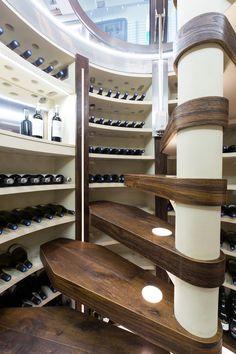 L'escalier en colimaçon de la cave à vin ronde peut être personnalisé afin d'apporter une touche de charme à votre cave enterrée.