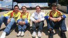 De izquierda a derecha, Carlos Oquendo, Andrea Zuluaga, Mariana Pajón y Sergio…
