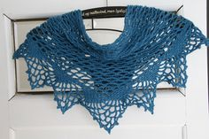 Crochet scarf Beautiful Crochet, Crochet Designs, Crochet Lace, How To Make, Clothes, Cowls, Fiber, Fantasy, Fashion
