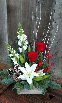 Winter Floral Arrangements, Creative Flower Arrangements, Christmas Flower Arrangements, Ikebana Flower Arrangement, Artificial Flower Arrangements, Christmas Flowers, Beautiful Flower Arrangements, Christmas Table Decorations, Flower Centerpieces