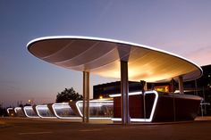 The elliptically designed light roof of the central bus station in Halle was created by Temme // Obermeier. Electric Station, Bus Stop Design, Nightclub Design, Facade Lighting, Filling Station, Gate House, Bus Station, Entrance Gates, Gate Design