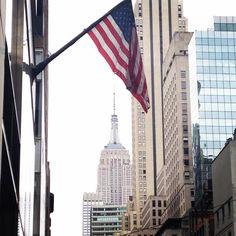 #Repost @morgane_yumi  #america #unitedstates #americanflag #flag #drapeau #empirestatebuilding #nyc #newyork #manhattan #building #newyorkcity