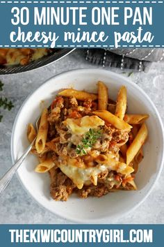 This easy, cheesy one pan mince pasta is going to be your new go-to weeknight meal. 30 minutes from start to finish and everything is cooked in one pan! Pasta And Mince Recipes, Healthy Beef Recipes, Minced Beef Recipes Easy, Lasagna Recipes, Savoury Recipes, Healthy Food, Healthy Eating, Yummy Food, Mince Dishes