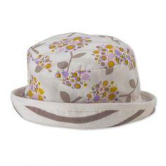 Der Sommerhut für das Baby: Ideal für unterwegs, zum spielen im Garten und für Ausflüge. Sommer ist für Babys ein wundervolle Zeit. Den ganzen Tag draußen, spielen, der Spielplatz ist immer gut besucht, es ist lange hell und man muss wenig Kleidung anhaben. Da man viel draußen ist, sollte auch darauf geachtet werden, dass Baby entsprechend zu schützen. Ganz wichtig ist dabei ein Hut. Dieser schützt Kopf, Gesicht und Nacken. Der Hut ist aus 100% Bio-Baumwolle, GOTS & Fair Trade Zertifiziert!