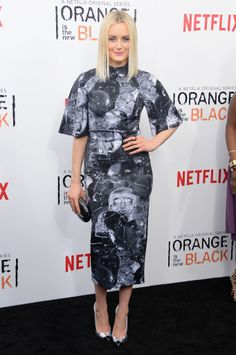 Taylor Schilling in a Thalé Blanc clutch at the season 2 premiere of Orange Is The New Black
