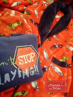 También tenemos pijamas y batas para niño