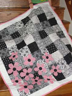 I want to do this - with reds - or blue, yellows and reds oh so many options - running to the sewing machine digging through stash!